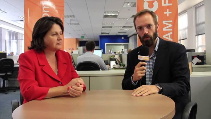 Apresentadores do Gaúcha Atualiade, Daniel Scola e Rosane de Oliveira, comentam impasse das estruturas temporárias. 28/03/2014