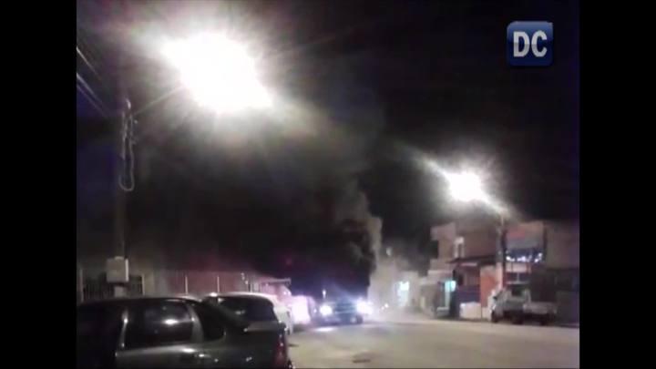 Corpo de Bombeiros trabalha para conter incêndio em ônibus em Florianópolis