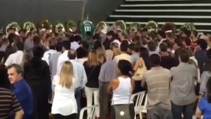 Familiares e amigos prestam últimas homenagens a Fernandão. 07/06/2014