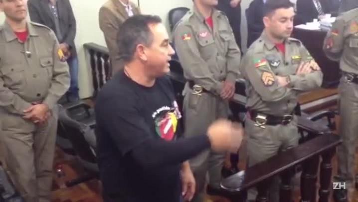 Pai de vítima da Kiss pede condenação de oficiais dos bombeiros