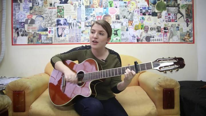 Aluna da UFSC faz música feminista e reacende debate sobre o tema