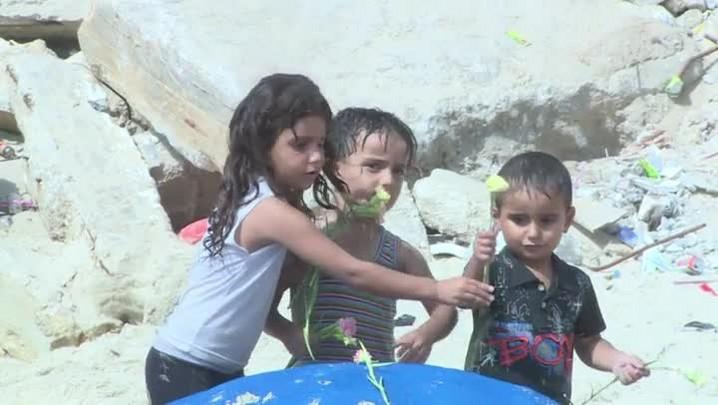 Palestinos fazem estátua de areia em homenagem ao menino Aylan