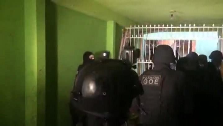 Veja imagens da Operação que combate o tráfico de drogas na Restinga