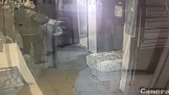 Vídeo mostra ação de criminosos em restaurante da Cidade Baixa