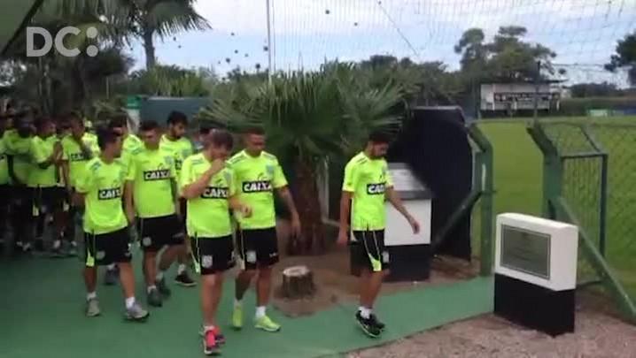Grupo de jogadores do Figueirense se apresenta no CFT Cambirela, em Palhoça