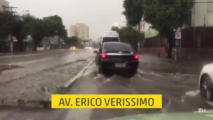 Manhã chuvosa causa pontos de alagamento em Porto Alegre