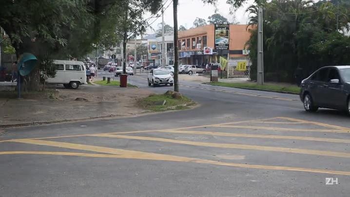 Em Ipanema, falta de limpeza causa alagamentos