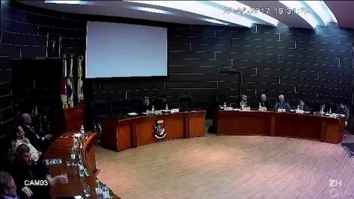 """Vereadora da Serra diz em sessão que nordestinos \""""sabem roubar que é uma maravilha\"""""""