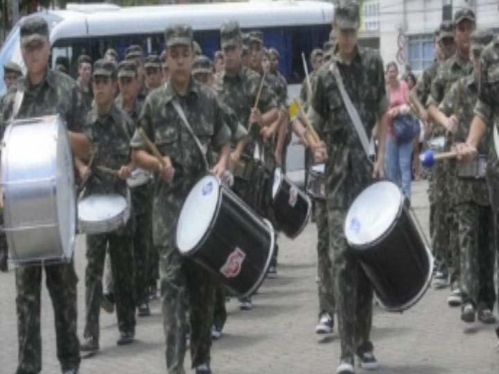 Fanfarra toca na formatura do Pelotão Mirim em Joinville