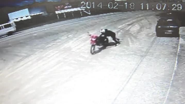 Motoqueiro que matou comerciante de Porto Belo é flagrado fugindo após o crime