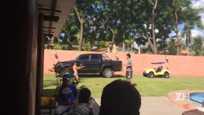Fernandão e filho Enzo trocam 70 passes sem a bola cair