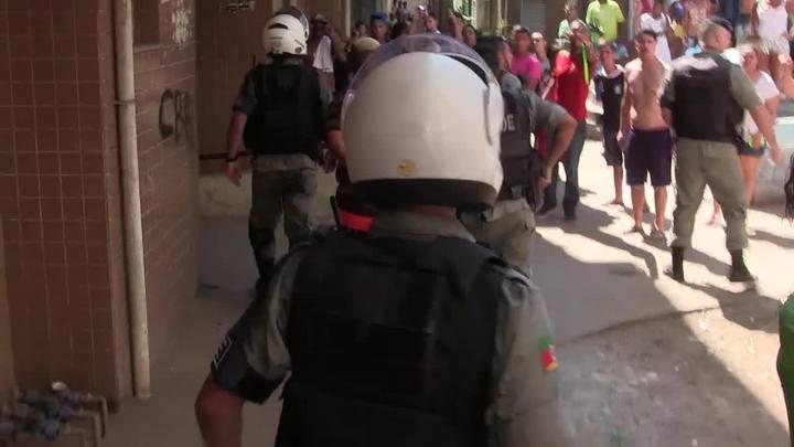 Brigada Militar e moradores de condomínio entram em confronto em Porto Alegre