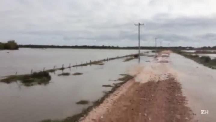 Moradores da Ilha da Torotama enfrentam enchente em Rio Grande