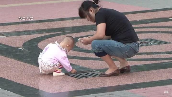China anuncia fim da política de filho único