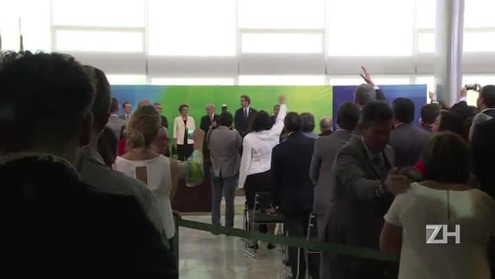 Juiz suspende a posse de Lula como ministro