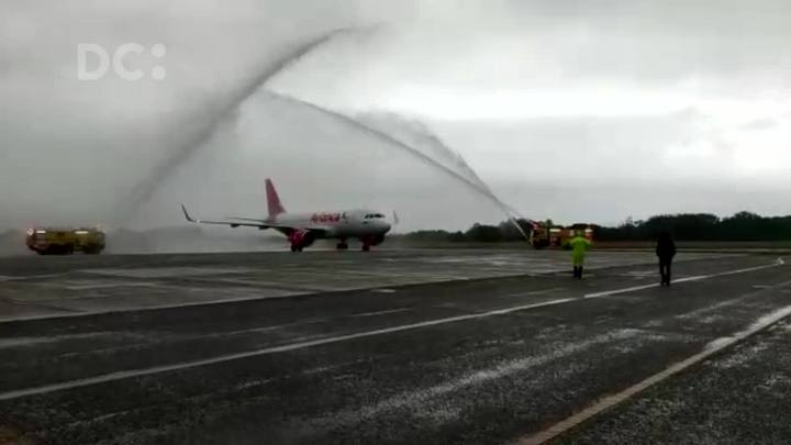 Corpos dos profissionais do Grupo RBS SC que estavam no avião da Chapecoense são recebids em Florianópolis