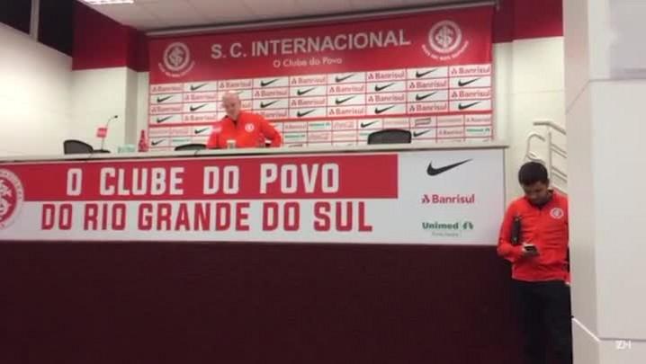 Zago comenta partida contra o São Paulo-RG