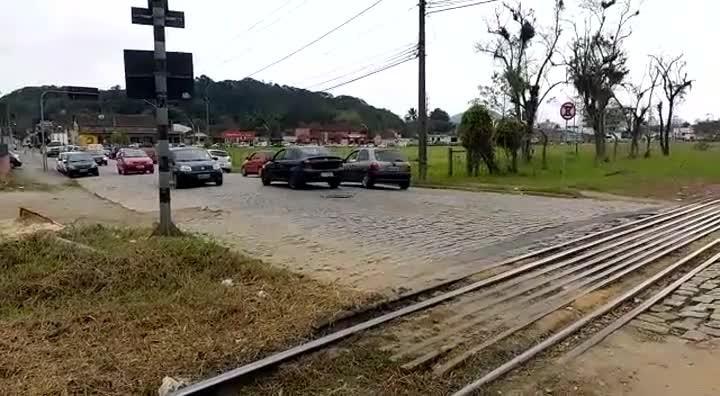 Ferrovia que atravessa a rua Copacabana