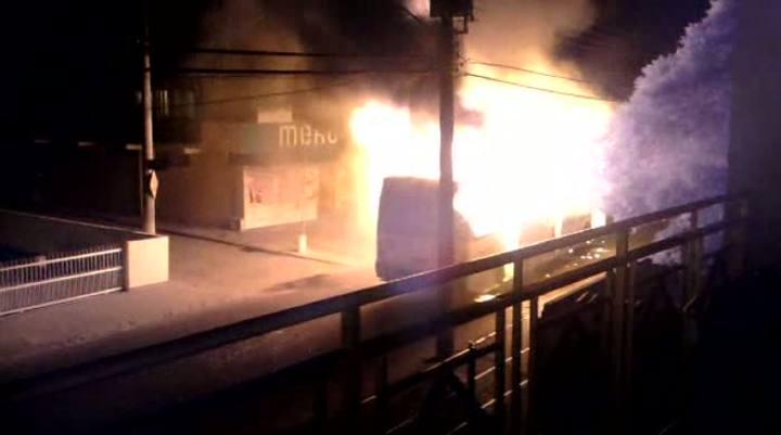 Ônibus queimado no bairro Ingleses, em Florianópolis