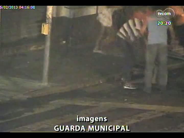 TVCOM 20 Horas - Morador de rua espancado até a morte na Capital - Bloco 3 - 25/02/2013