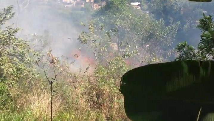 Incêndio na mata do Bairro Águas Claras em Jaraguá do Sul