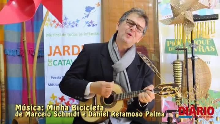 Músico Marcelo Schmidt levará poesias e músicas infantis para escolas da Europa