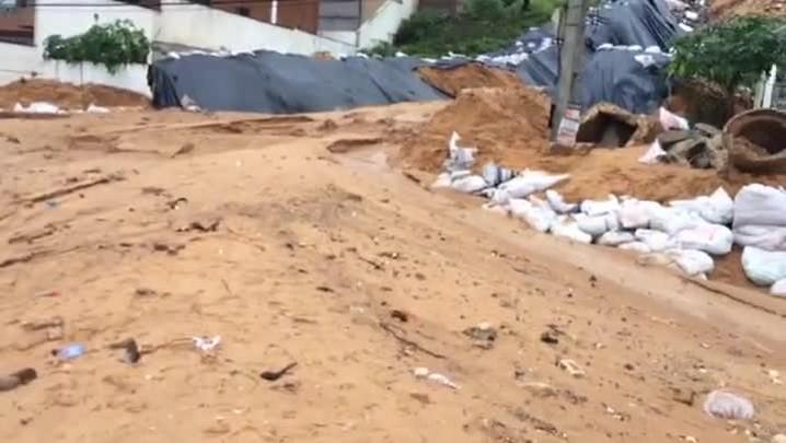 Chuva forte causa novo deslizamento de terra em Natal