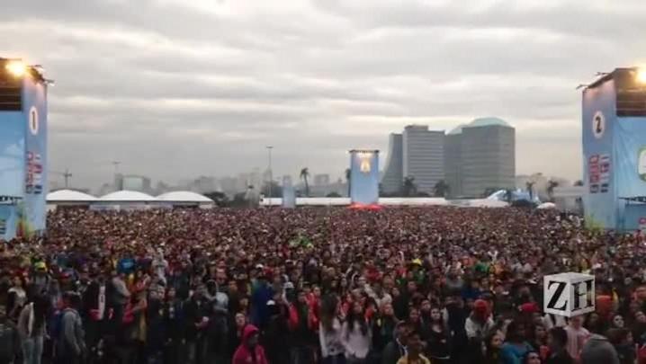 Mais de 15 mil pessoas cantam o Hino Nacional na fan fest