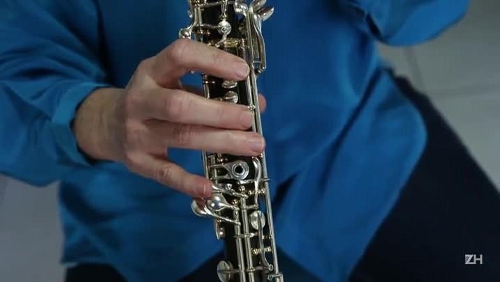 Musicista apresenta o oboé