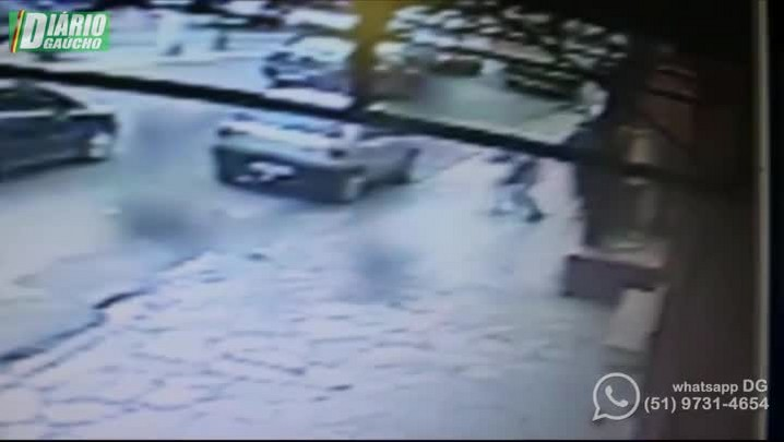 Suspeitos de assalto e BMs trocam tiros em Viamão