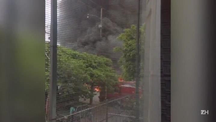 Coletivo é incendiado no Morro Tereza, em Porto Alegre