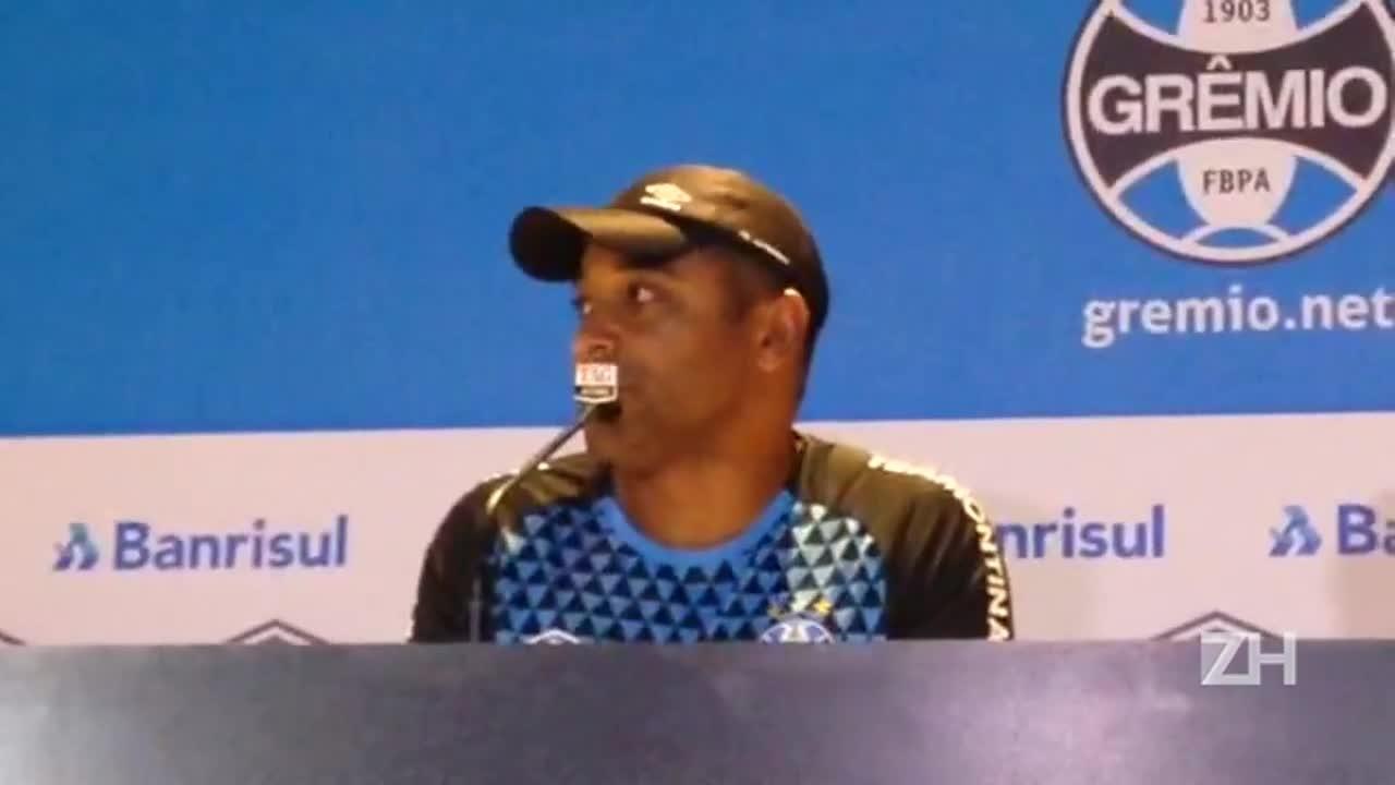 Roger fala sobre entrada de Bressan na zaga do Grêmio