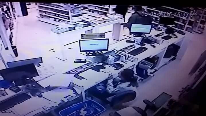 Câmera de segurança flagra assassinato de vigilante