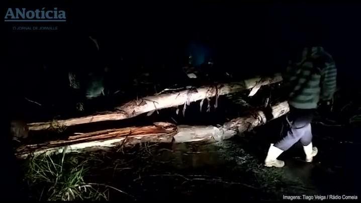 Ventos fortes deixam rastro de destruição em Porto União