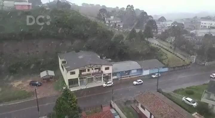 São Joaquim registra neve nesta sexta-feira (09/06)