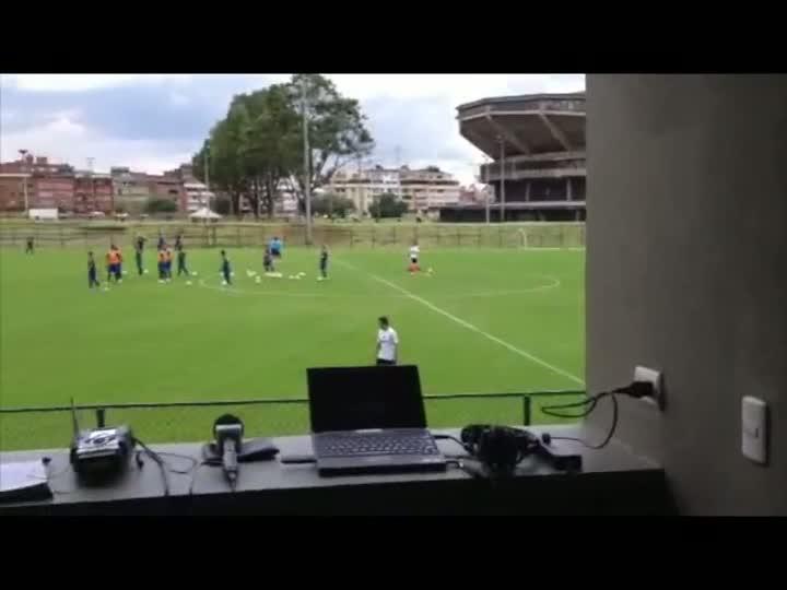 As instalações da Gaúcha na Colômbia e o treino do Grêmio neste sábado. 11/05/2013
