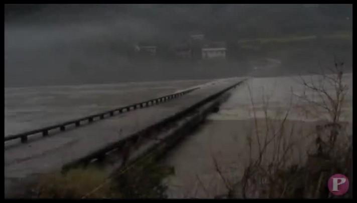 Ponte sobre o Rio das Antas fica submersa em Cotiporã