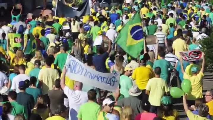 20 mil vão às ruas de Santa Maria pedir a saída da presidente