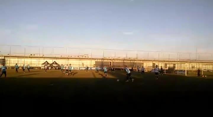 Lateral Edílson faz primeiro treino na volta ao Grêmio