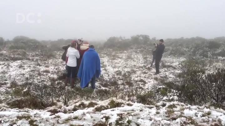 Neve e frio marcam o domingo na Serra Catarinense