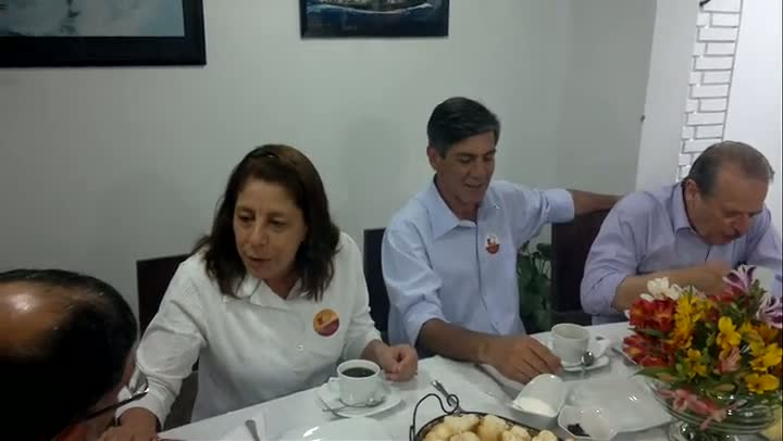 Fernando Marroni vota em Pelotas acompanhado do governador Tarso Genro