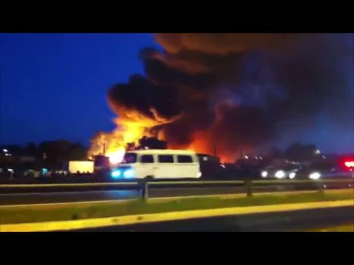 Incêndio atinge Vila Liberdade, próximo a Arena do Grêmio, em Porto Alegre
