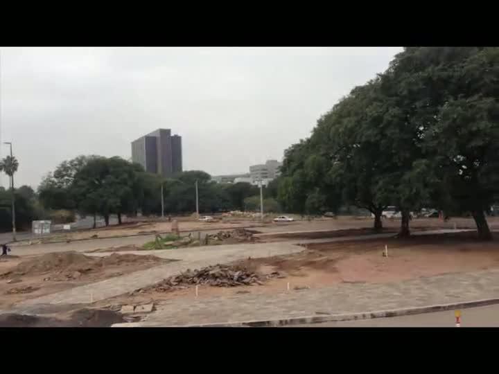 Prefeito admite que obras dos corredores de ônibus vão atrasar por falta de areia Não há data para a retomada das obras nos corredores de ônibus