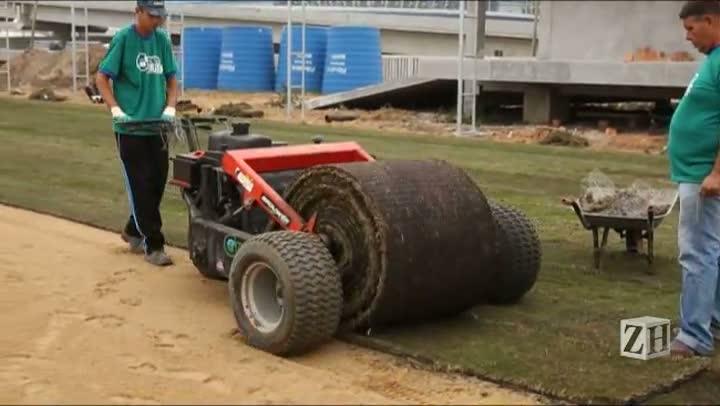 CT do Grêmio na Arena começa a receber gramado