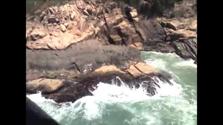 Corpo de Bombeiros sobrevoa costão onde caiu turista