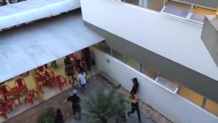 Estudantes caminham para ocupar reitoria da UFSC