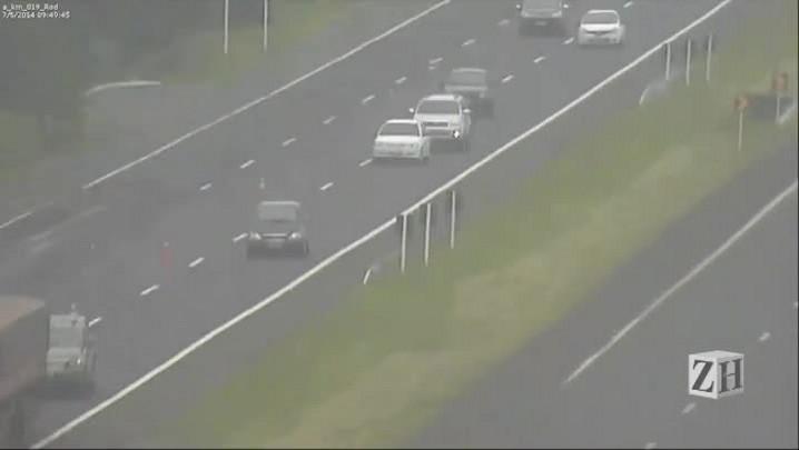 Vídeo mostra mulher dirigindo bêbada e sem habilitação na Free-Way