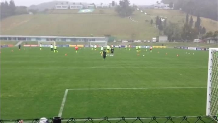Felipão assume comando no primeiro treino da seleção. 28/05/2014