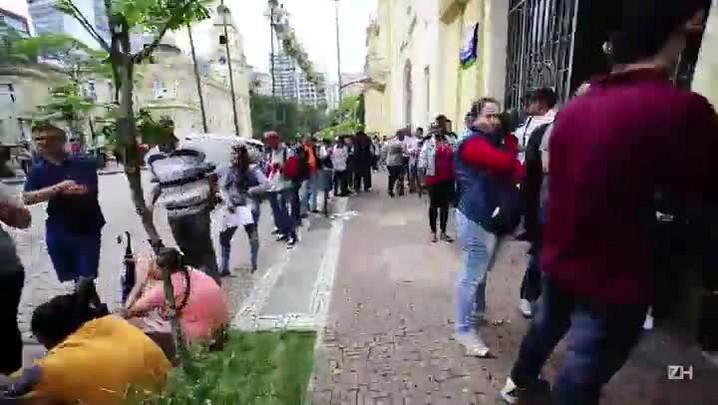 Após anúncio de vagas de emprego, Sine tem filas em Porto Alegre