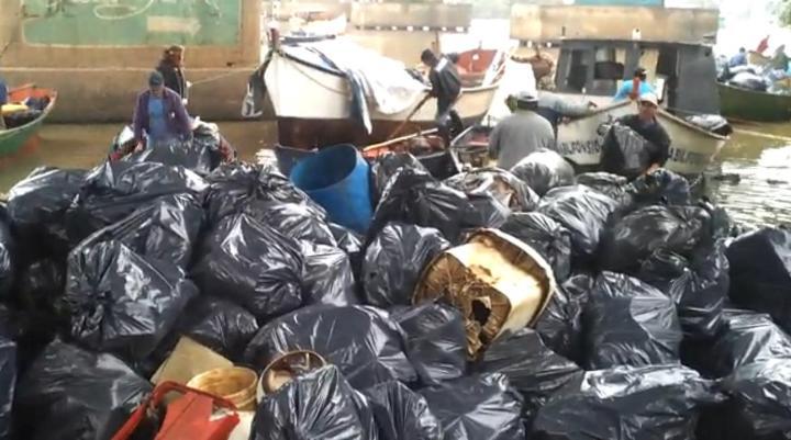 Mutirão retira lixo das ilhas do Guaíba. 13/06/2013